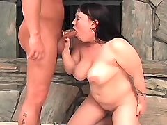 Chubby busty girl does fine blowjob